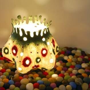 Арт-светильник из войлока «Веселые горошки»